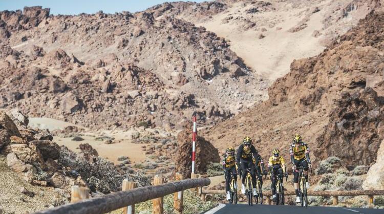 Team Jumbo-Visma, el mejor equipo ciclista del mundo en 2020, entrenando en las Islas Canarias.