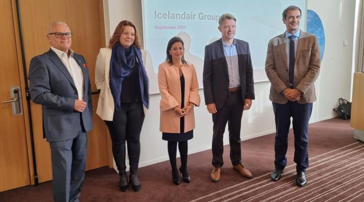 El equipo de Turismo de Canarias en Islandia con representantes del sector turístico del país